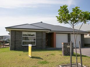 MODERN 4 BEDROOM HOME - Shell Cove