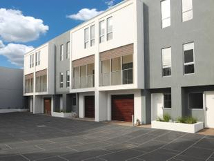 Near new and very modern 3 bedroom triple story townhouse available. For private viewings, please contact Judy on 9782 9333 - Mornington