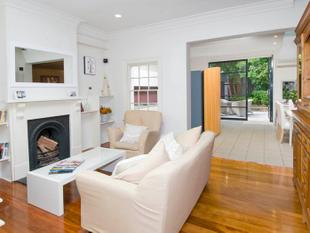 Large Two Bedroom Home with Sunny Rear Courtyard - Paddington