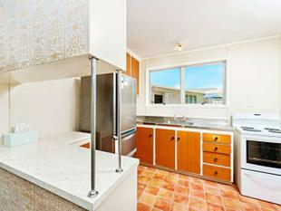 3 Bedrooms And 1 Bathroom - Glen Eden
