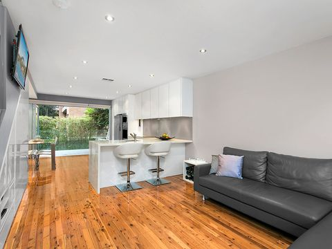 Dee Why, 30/30A The Crescent