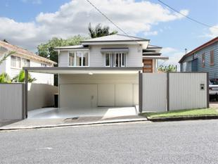 Stylish, Convenient, Character Home with Solar! - Annerley
