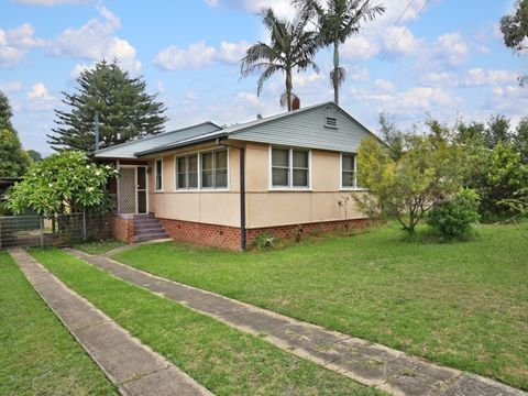 Nowra, 16 Young Avenue
