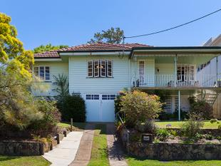 UNPARALLELED OPPORTUNITY  810M2 BLOCK ON 2 LOTS  WITH VIEWS - MUST BE SOLD! - Mount Gravatt East
