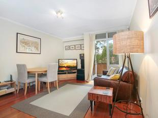 BEAUTIFULLY RENOVATED AND PRIVATE - Lane Cove