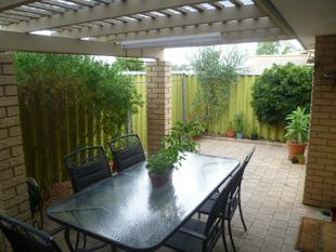 RIVERSIDE DELIGHT IN QUIET LOCATION - Maylands
