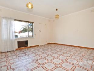Three bedrooms, two separate living areas, minutes to Box Hill - Box Hill North
