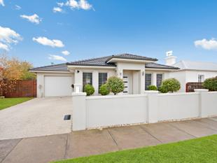 Stunning Central Townhouse - Warrnambool