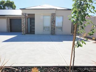 Brand New 3 Bedroom Courtyard Home - Royal Park