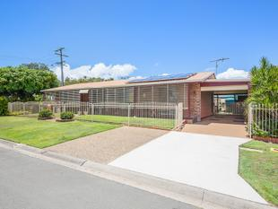 Surprisingly Spacious Banksia Hideaway - Large Carport - Two Street Access - Banksia Beach