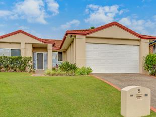 A PERFECT FAMILY HOME SITUATED AT THE END OF A QUIET CUL-DE-SAC - Reedy Creek
