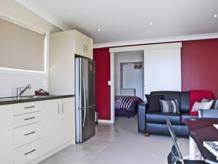 ONE BEDROOM FULLY FURNISHED IN FABULOUS LOCATION - Bucklands Beach