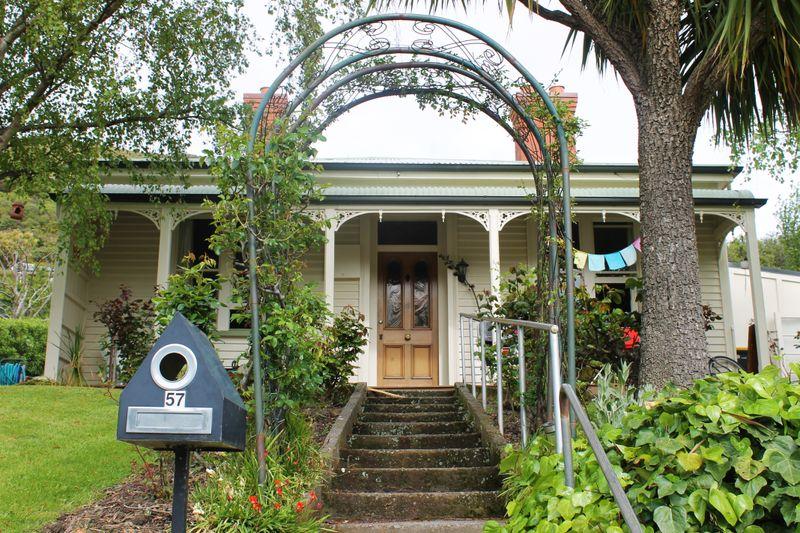 57 port hills road heathcote christchurch city rental for Ready lawn christchurch
