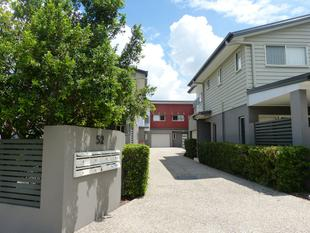 Get MORE for your money! Lovely 3 Bedroom Townhome - Moorooka