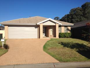 4 BEDROOM HOME - As new condition! Ducted Air Con. - Kellyville Ridge