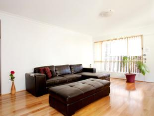 NEW PAINT & BLINDS! MODERN & WITHIN 200M TO REDFERN STATION - Redfern