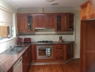 MODERN TIMBER KITCHEN - Penrith