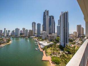 LOCATION LOCATION LOCATION - SWEEPING VIEWS OF SURFERS PARADISE & CHEVRON ISLAND - Surfers Paradise