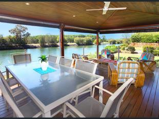 Stunning Family Home on Waterfront Block - Mermaid Waters
