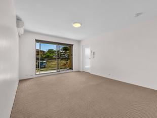 UNFURNISHED TWO BEDROOM- FRESHLY PAINTED- PET FRIENDLY - Clayfield