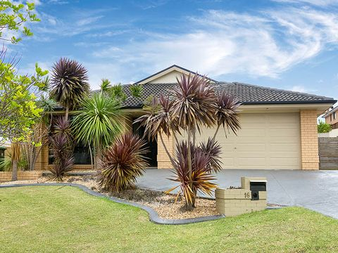 Flinders, 16 Larkin Crescent