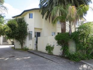 SUPERBLY PRESENTED TOWNHOUSE IN TOP LOCATION - Hughesdale
