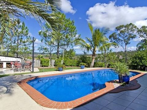 Pacific Pines, 32 Austral Crescent