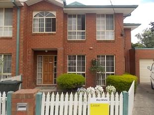 Modern Townhouse! Awesome Location! ** Inclusive of Garden Maintenance ** - Clayton