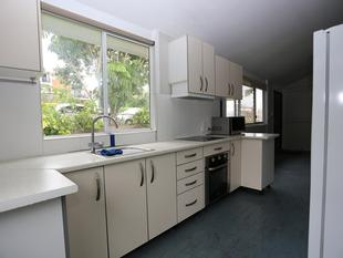 QUEENSLANDER WITH HEAPS OF SPACE - Moorooka