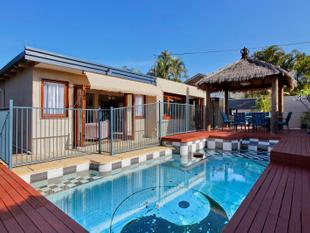 3 BEDROOMS WITH POOL FAMILY HOME IN THE HEART OF SOUTHPORT'S CBD - Southport
