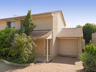 SECURE TWO BEDROOM TOWNHOUSE IN GATED COMPLEX WITH POOL - Springwood