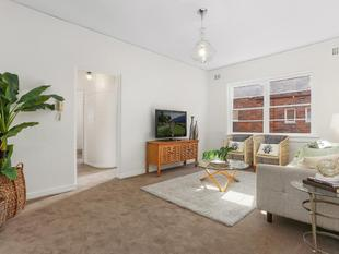 Art Deco offering of comfort and light! - Rose Bay