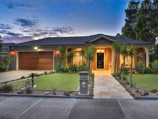 Sheer Elegance & Quality / Waterstone Hill Estate - South Morang