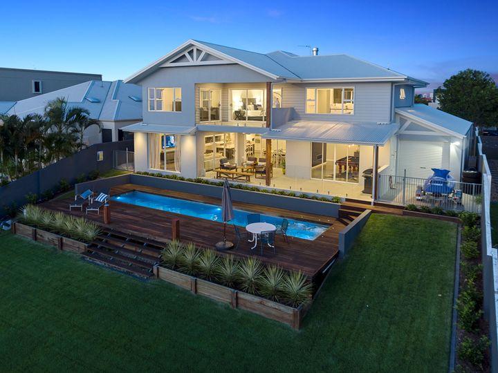 109 Sir Bruce Small Boulevard, Benowa Waters, QLD