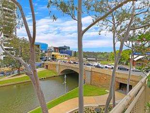 RARE 369 m2 EXECUTIVE APARTMENT WITH RIVER-VIEW TERRACE - Parramatta