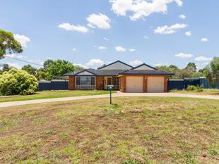 Expansive, Renovated Home, Suitable for Dual Family Living! - Cowra