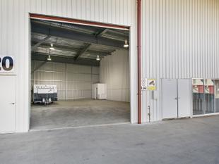 Large spacious 215m2 Ground Floor Industrial Warehouse For Lease - Forest Glen