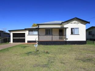 HOUSE CLOSE TO TOWN WITH GARAGE SPACE GALORE - Kingaroy
