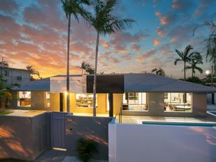 Light & Bright Modern Family Home! - Broadbeach Waters