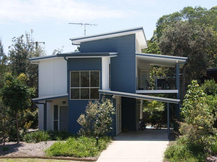 52 Samarinda Way, Point Lookout, QLD