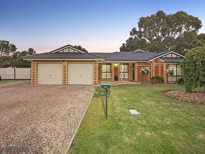 28 Ewing Drive, Romsey, VIC