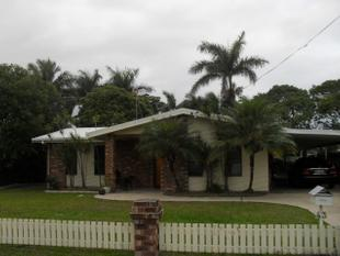 LOCATION, PRESENTATION, STYLE AND OUTSIDE PETS APPROVED! - South Mackay
