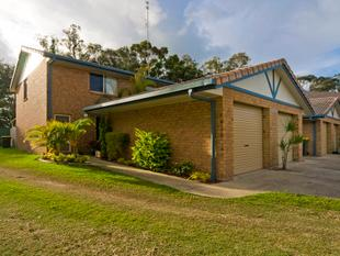 Renovated Townhouse  Prime Location - Tweed Heads