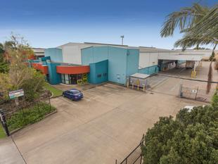 Distribution Office/ Warehouse With Street Front Exposure - Archerfield