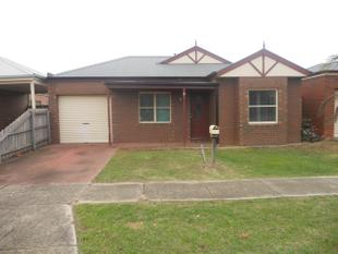 3 BEDROOM HOME CLOSE TO SHOPPING CENTRE - Werribee