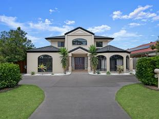 7 Bed, 2 Kitchens, 3 Bathrooms, 4 Living Areas, Big Yard, Plenty of Parking, Side Access & Overlooking Park! - North Lakes