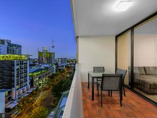 Oversized 2 Bedroom City Haven with Views - Spring Hill
