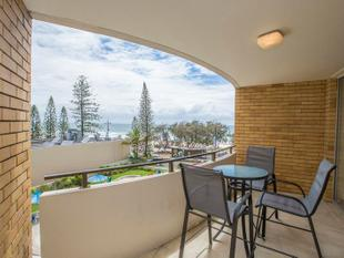 BEACHFRONT RENOVATED 2 BEDROOMS UNIT - Surfers Paradise