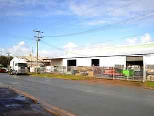 Main road exposure: column free shed with double access - Rocklea