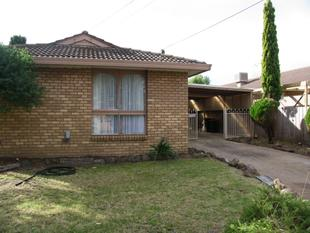 WALK TO THE STATION - 3 BEDROOM HOME - Melton South